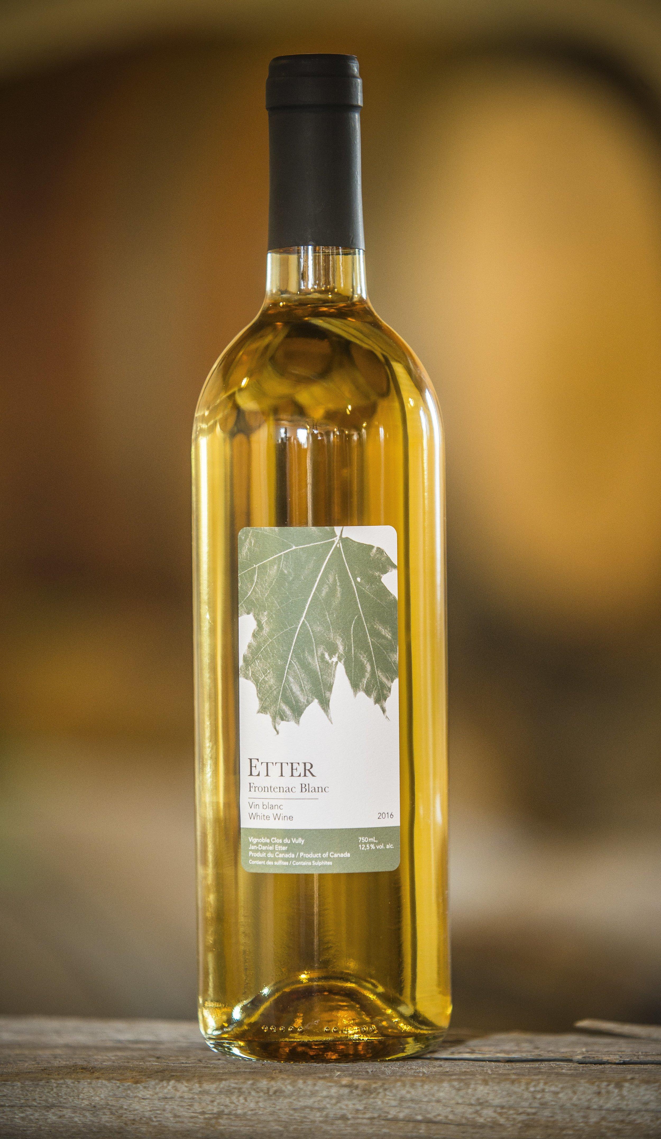 Frontenac Blanc 2017 - · 90% raisins du vignoble Frontenac Blanc et Frontenac Gris· 10% Riesling· Arômes de miel, ananas et poire18.50$ taxes incluses
