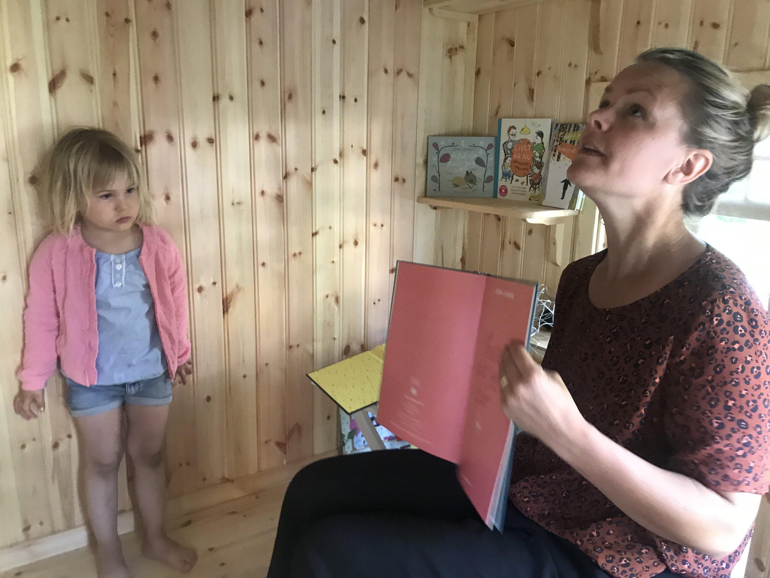 Karin läser Lena Sjöberg