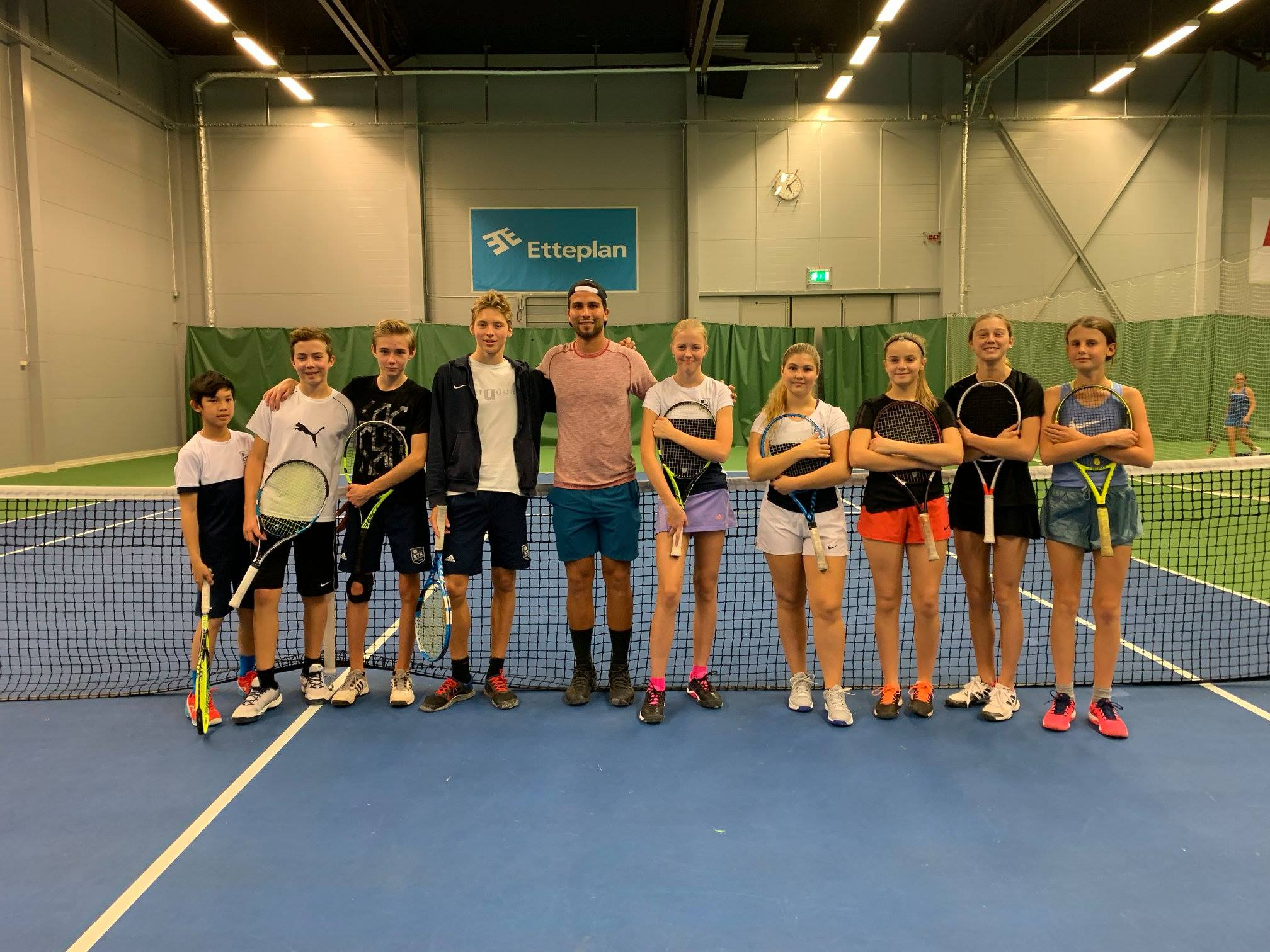 Wanted to share this picture of me and some top Swedish Junior players I got to teach at the Karlstad Tennis Club!
