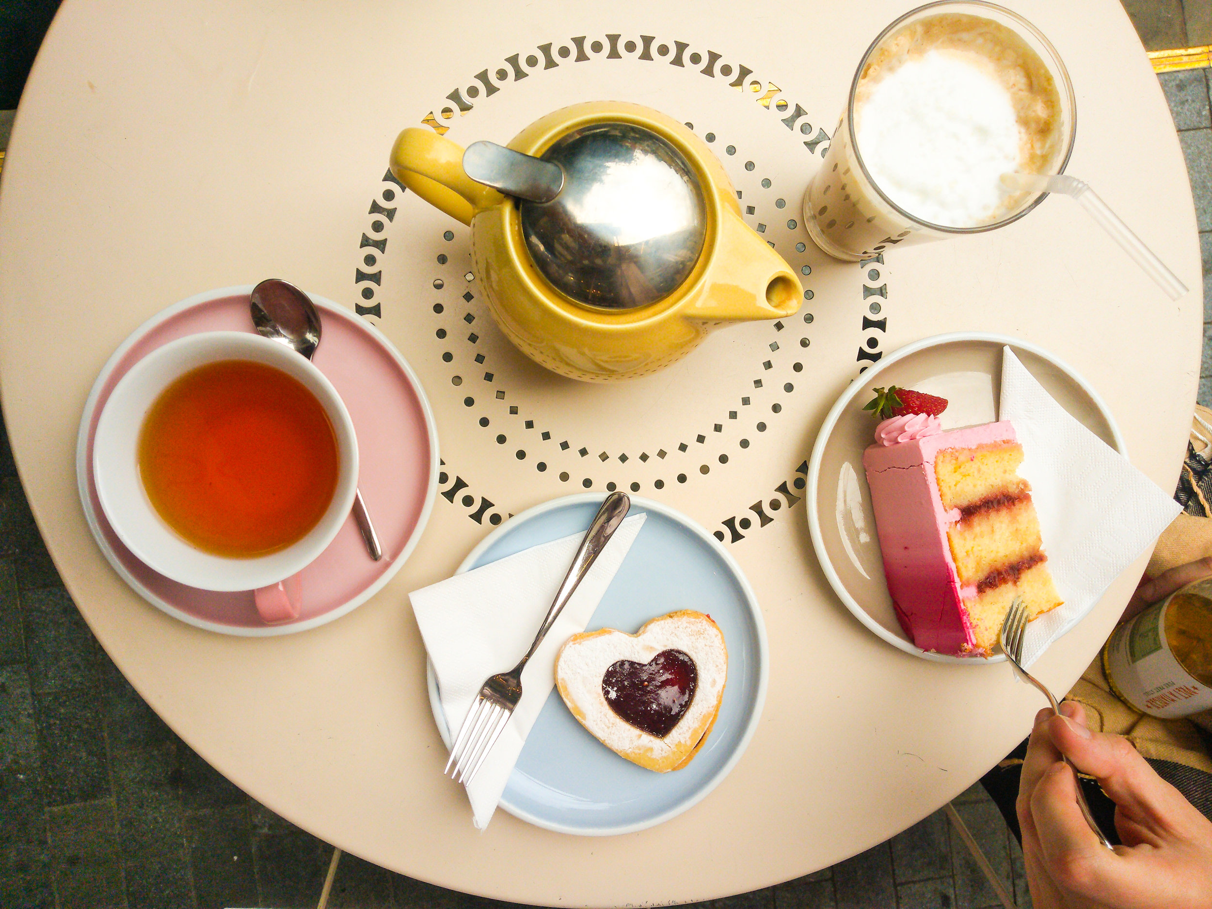Treats and teas at Peggy Porschen Cakes
