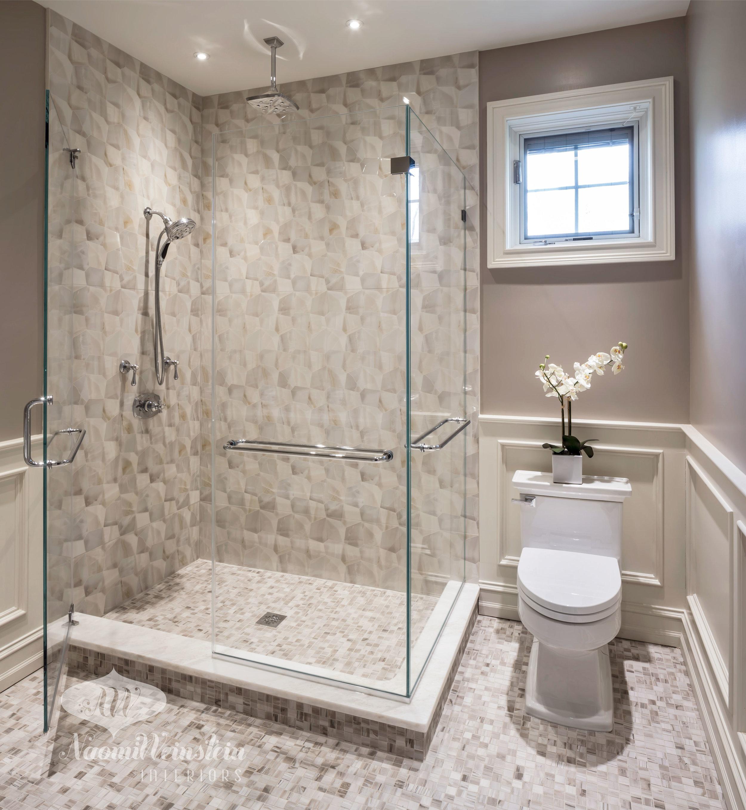 Transitional Guest Bath by  Naomi Weinstein