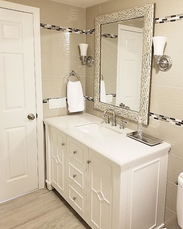 A gorgeous bath design transformation by @designtherapynj 😱😱➡️ Swipe to see the before! | #bathroomdesign #bathroomrenovation #interiordesign #monseyny #ceramiccreations