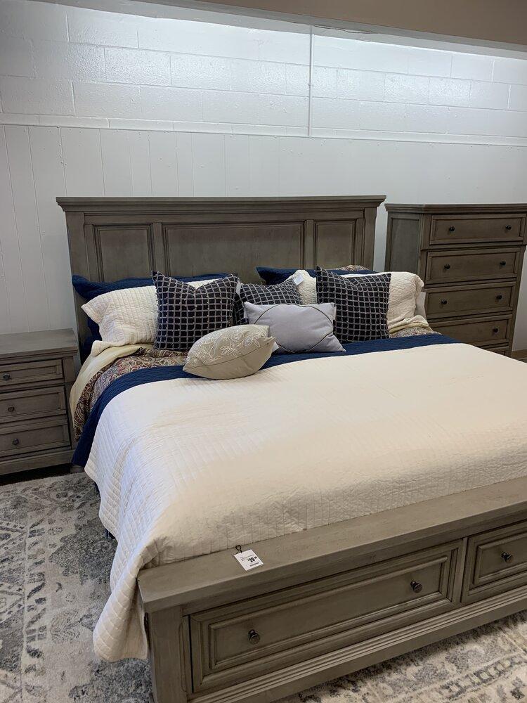 Lettner 7 Piece King Bedroom Set Sage And June