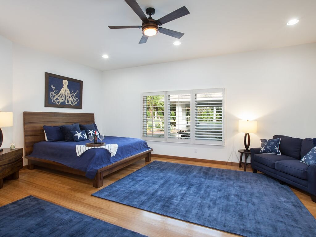 Private Suite: Queen Bed, Private bathroom.  $3,225