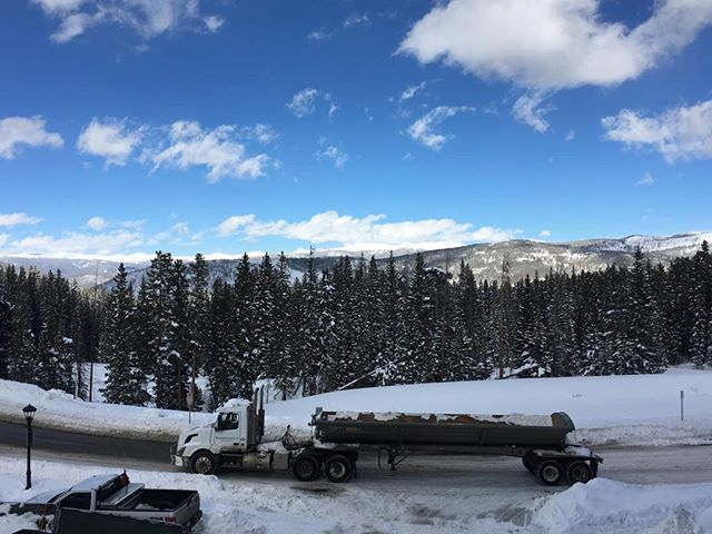 What a beautiful truck #breckenridge #colorado #winter #landscape #snow #mountains