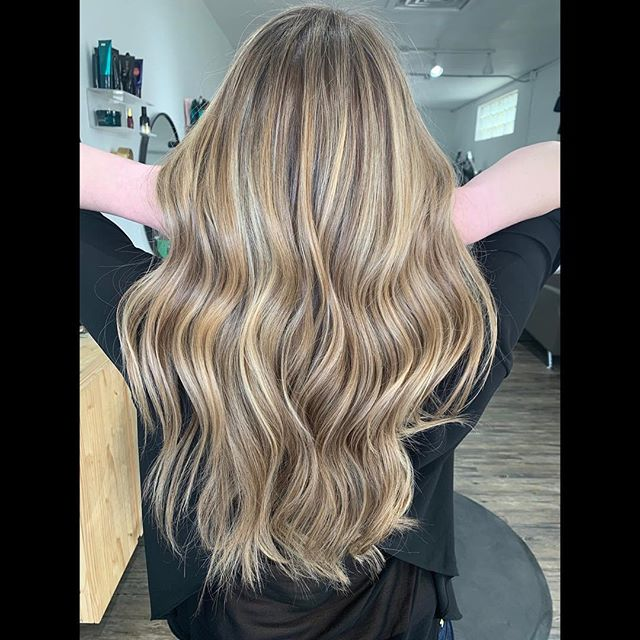 """Small recap of the weekend.  Added some subtle dimension to make this dreamy """"bronde"""" balayage look fresh AF 🙃😍 Swipe for before —"""