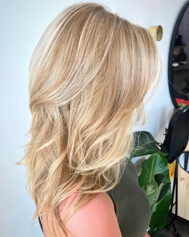 Dimensional blonde with a layered cut to add natural volume 💁🏼‍♀️