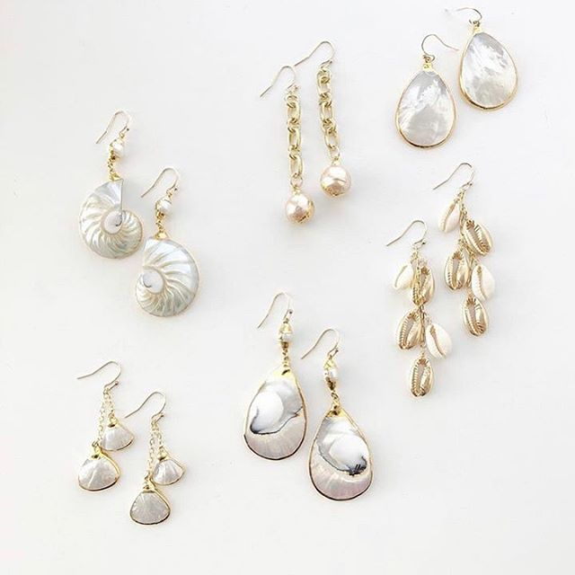 We Sell Seashells by the Store Door-Poppin' Up Friday 4/26 12-3 at Elizabeth Lee Boutique #lookgoodfeelgood #jennifertuton #elizabethleeboutique #jewelry #seashells #earrings #style #fashion #popupshop #suburbanmom