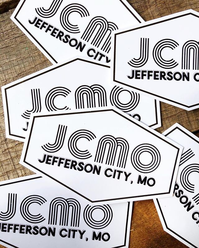 NEW double-sided, reusable #JCMO window clings sold ONLY at #MOSwag for $1 🤘🏼 📍Located at 619A E Capitol Ave ⏰Open M-F 8-4 & Sat 8-12 #itsallrighthere #jcmo #jeffersoncitymo #jeffersoncity #startup #bloggerlife #MOswag #bloglife #jeffcifyblog #missouriopolis #shoplocal