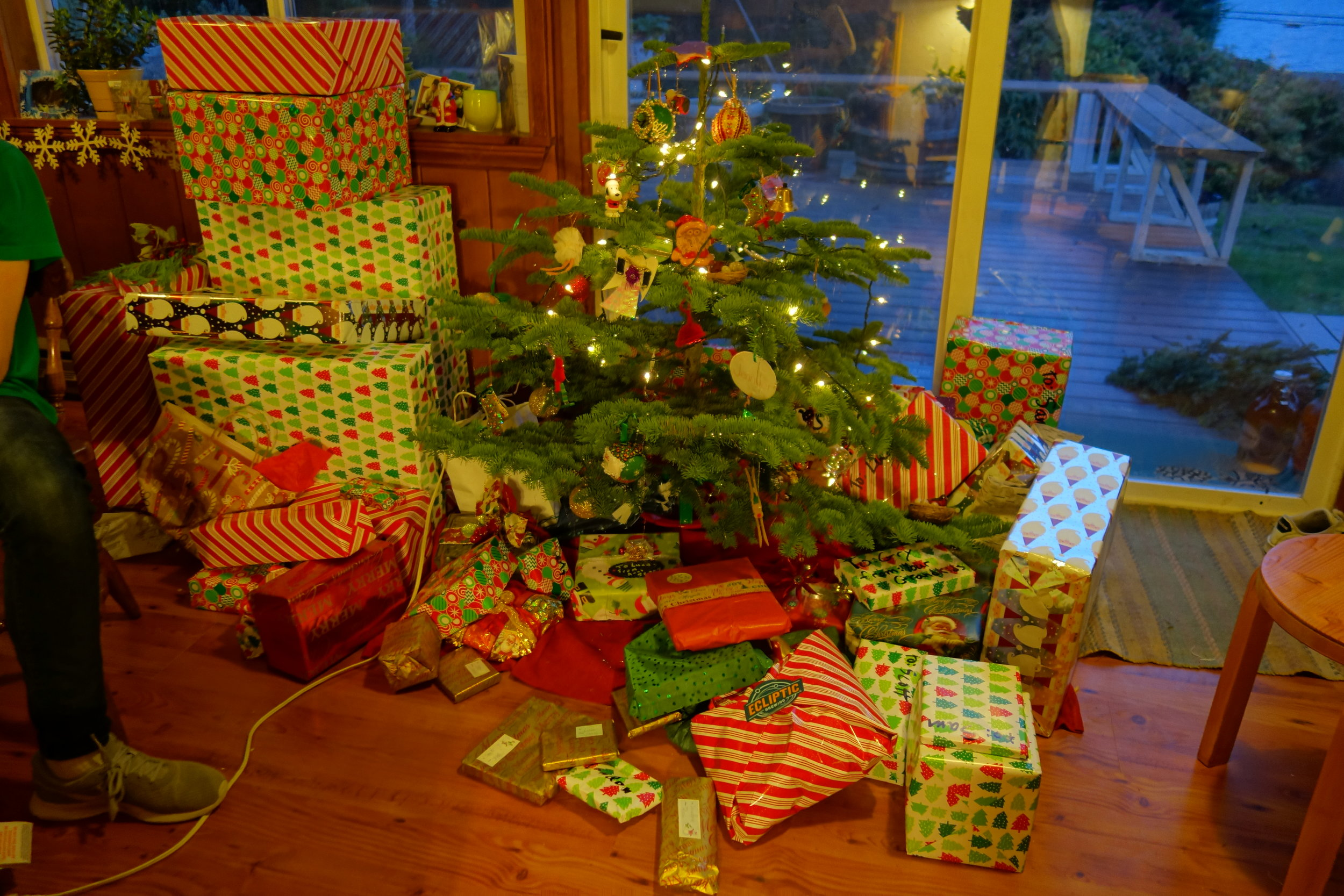 Lots of, large, presents.