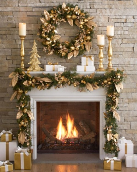 {All that glitters is gold! A monochromatic holiday display is always appealing/}