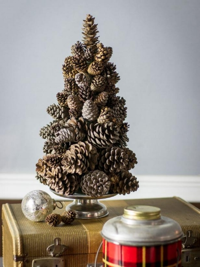 {I made a similar pine cone tree once, but it broke when we were talking it out of the attic one year. From:  HGTV .}
