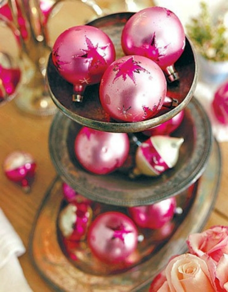 {There's no such thing as too much sparkle during the holidays. From:  Country Living .}