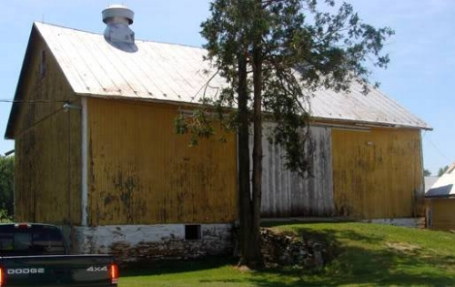 {I heart this old yellow barn -- I have a great view of it from my room.}