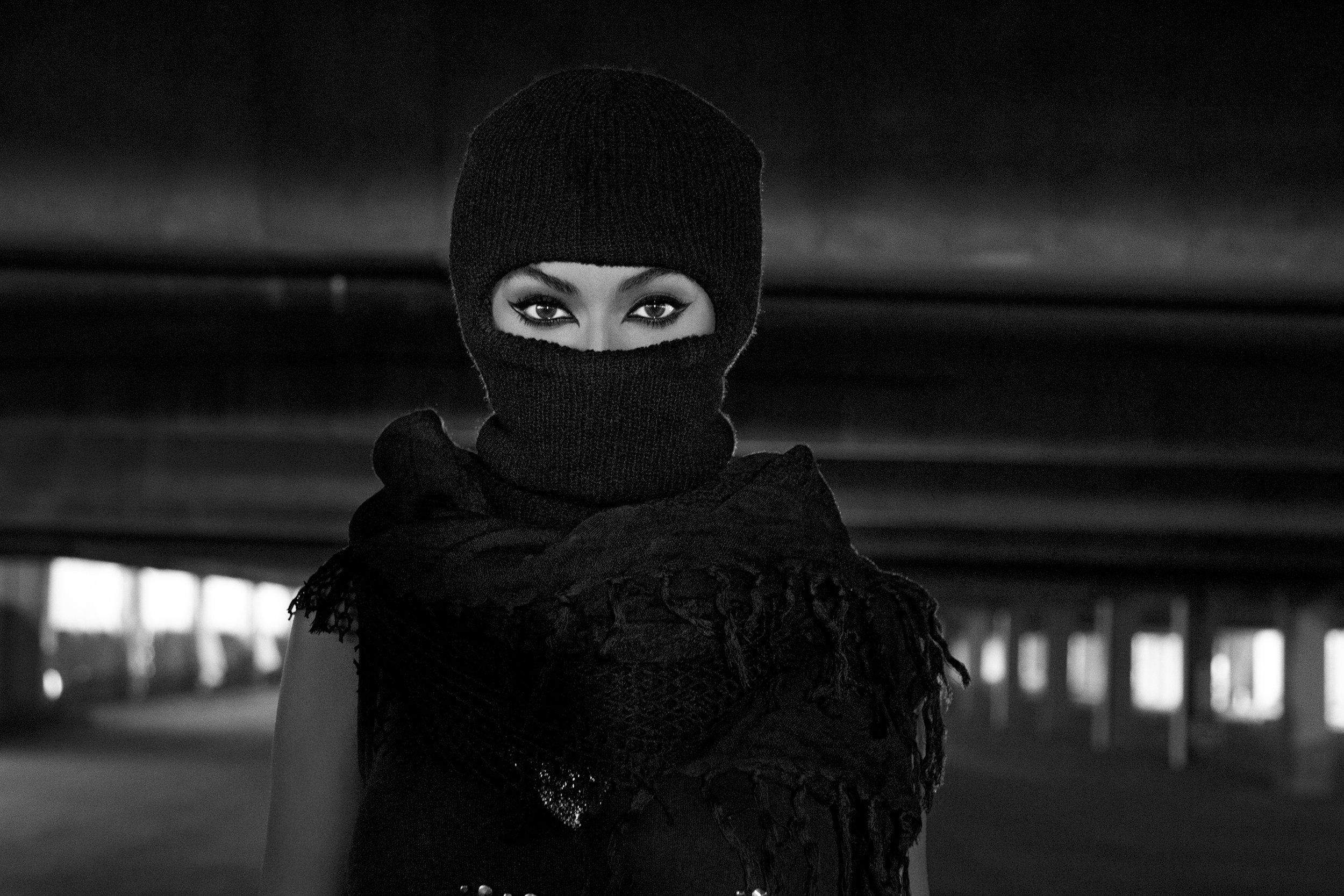 P_Beyonce_Book_54_AB3U2155-v2_bw.jpg