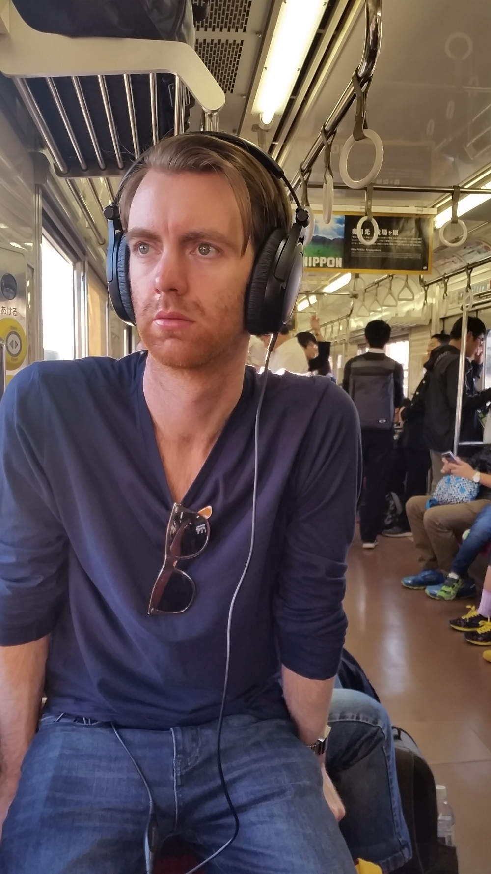 Ride on trains, sit on suitcases, look handsome. That's how we do in Japan.