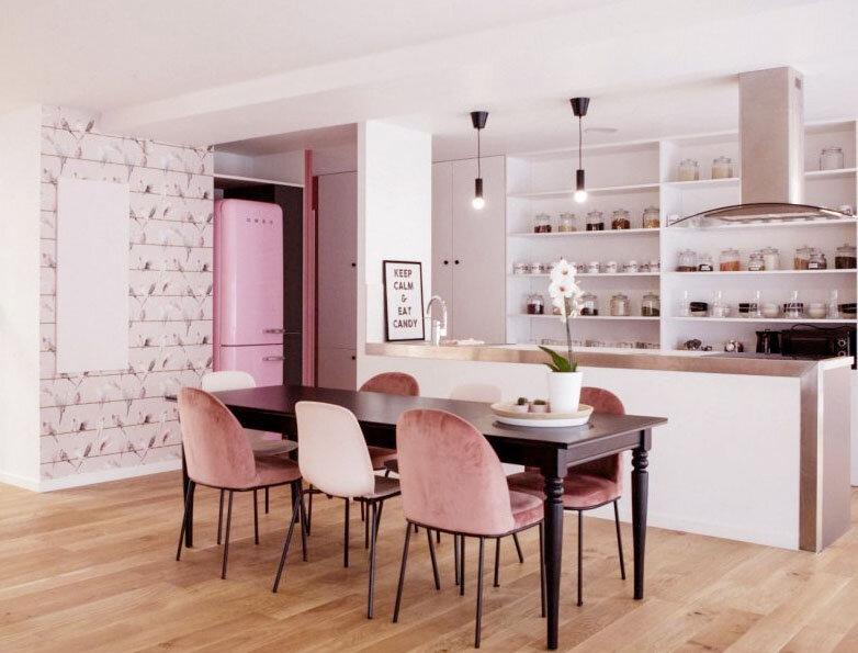 La Maison Rose Paris de l'association Rose Up est lieu d'accueil pour les femmes atteintes de cancers. Beauté, sport, méditation, elle organise des ateliers de soutien multiples.
