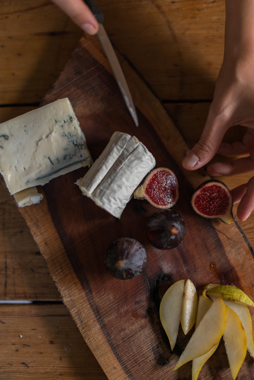 Tarta de peras, higos, queso de cabra y gorgonzola