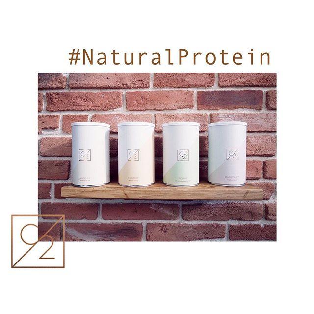 Salle de sport • Social Club • Natural Protein • ⠀ On mixe le tout et on obtient @c2_training_nimes 💪🏼 ⠀ - ⠀ Un concept innovant, des entraînements différents chaque jour, des coachs compétents, des adhérents incroyables & des protéines naturelles qui ont été travaillées pour apporter un maximum de satiété et de plaisir. ⠀ - ⠀ Shoppez vos protéines C2 en ligne (lien dans la bio) ou dans notre club 😉 ⠀ . ⠀ . ⠀ . ⠀ #C2Addict #training #workout #wod #montpellier #arles #healthychoices #healthyliving #healthylife #health #lifestyle #gym #miam #yummy #fitfood #food #mychapter2 #startyournextchapter #nîmes #nimes #recette #postworkout #trainhard #salledesportnimes #protein #stong #muscles #coachsportif