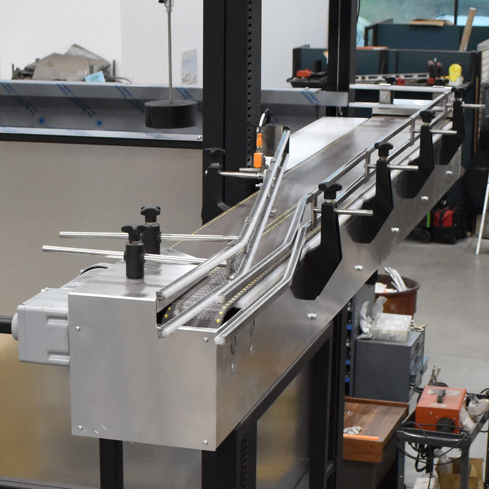 Dual lane single filing conveyor