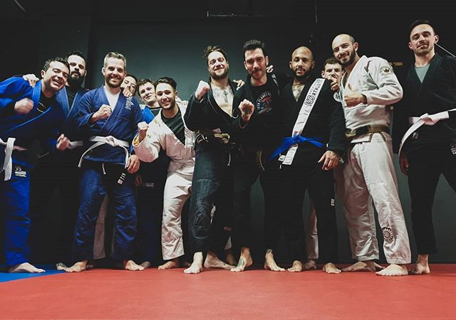 Congrats to our freshly minted blue belt Giuliano @th0ny88 ! Well deserved brother!! 👊🔹🥋 _ #deltajiujitsu #deltajj #jiujitsu #bjj #bluebeltbjj #korebjj #radiusmartialarts