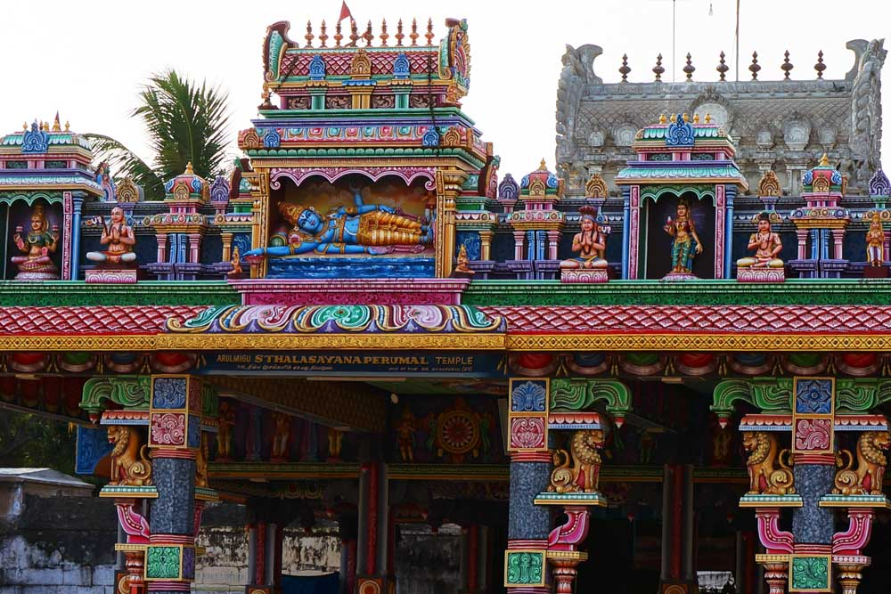 SRI STHALA SAYANAPERUMAL TEMPLE   Sri Sthala Sayanaperumal Tempel ist ein beliebter religiöser Schrein und gehört zu den 32 Denkmälern Mahabalipurams, die zum Weltkulturerbe der Vereinten Nationen erklärt wurden.