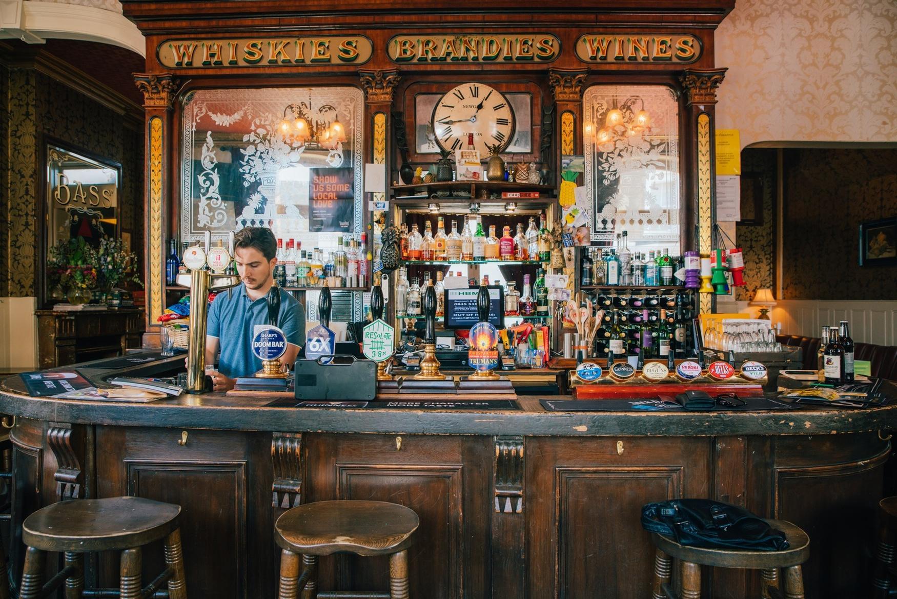 bar - henry.jpg