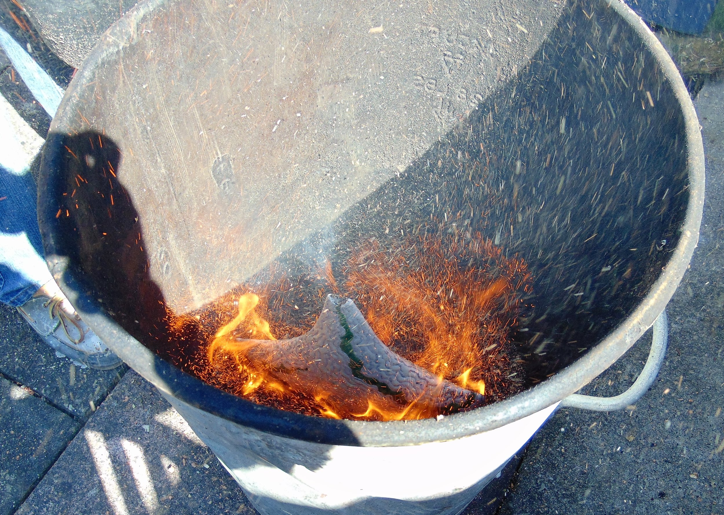 Hot-pot-in-firing-bin.jpg