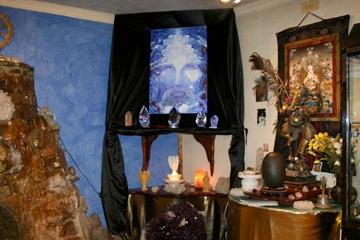 Tanzanite Christ in stone age Glastonbury.jpg