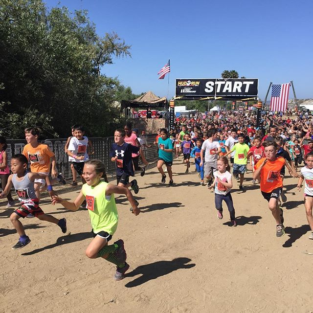 Look at them go! Moto 2K Kid Run start. #marinecorpsmudrun