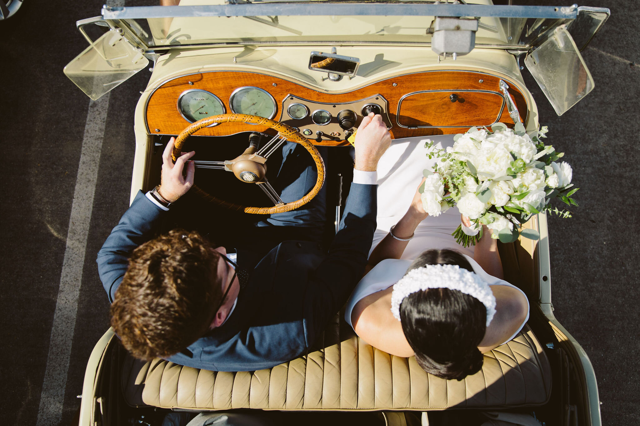 bride-groom-vintage-car