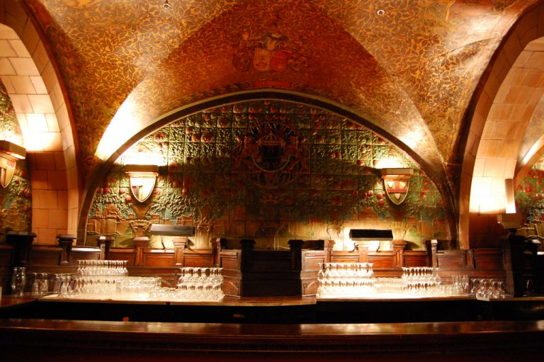 bar in the Seelbach Hotel rathskeller, photo by Southern Foodways Alliance