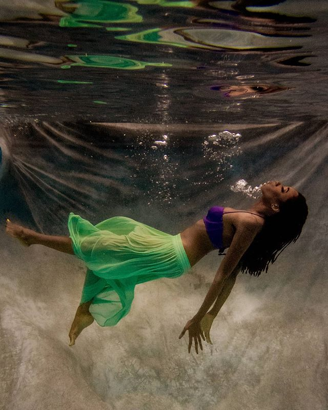 She is a mermaid, but approach her with caution. Her mind swims at depths most would drown in.  Take the plunge. . . 📸: @imagesbyterig 💄: @dvnthompson  Styling by me! . . . #underwaterphotography #underwater #underwaterphotographer #underwaterpic #torontomodel #torontophotographer #altmodel #alternativemodel #alternativegirl #alternative #fineart #fineartphotography #fineartmodel #portraitphotography #portrait #girlswithtattoos #girlswithink #girlswithpiercings #piercings #facialpiercings #girlswithdreads #dreads #naturalhair#luxurylifestyle #MUA #motd #fashionmodel #fashionphotography #editorial