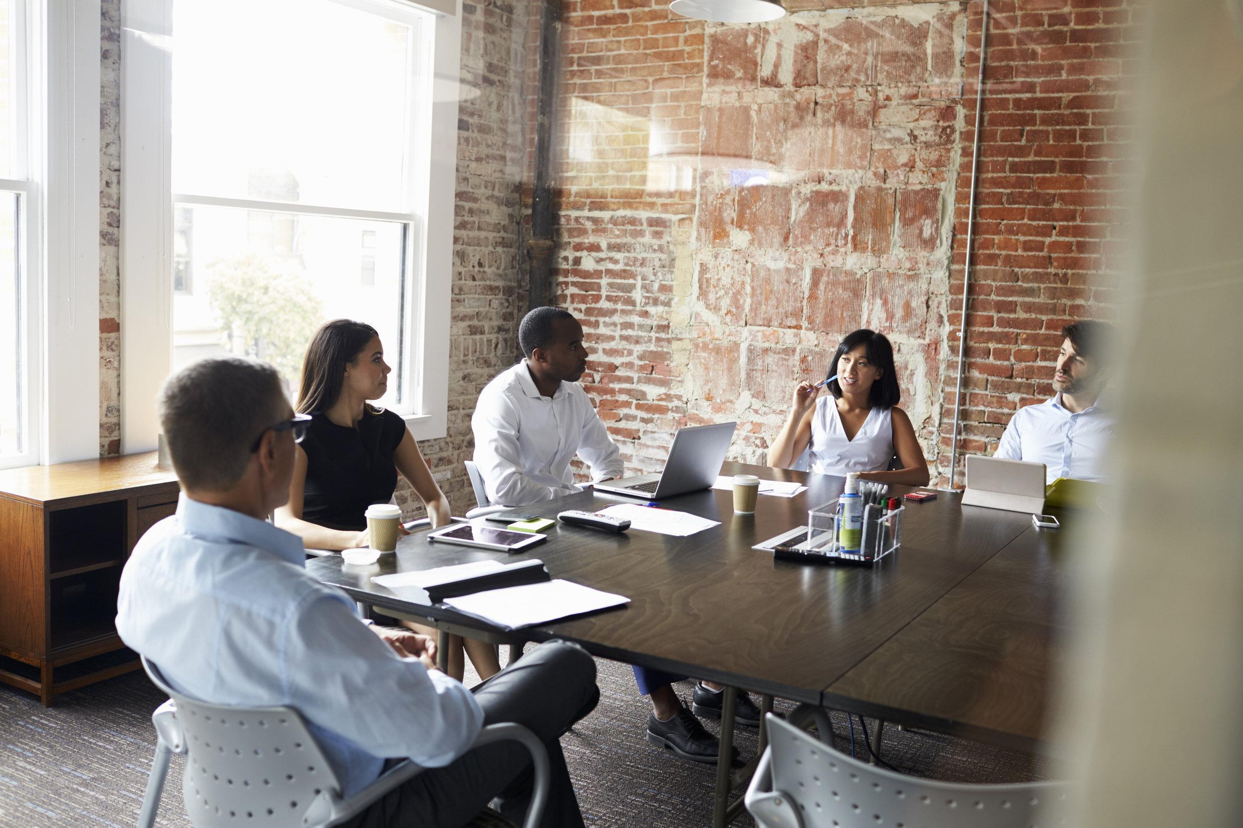 group-of-businesspeople-meeting-in-modern-PDKJW86.jpg