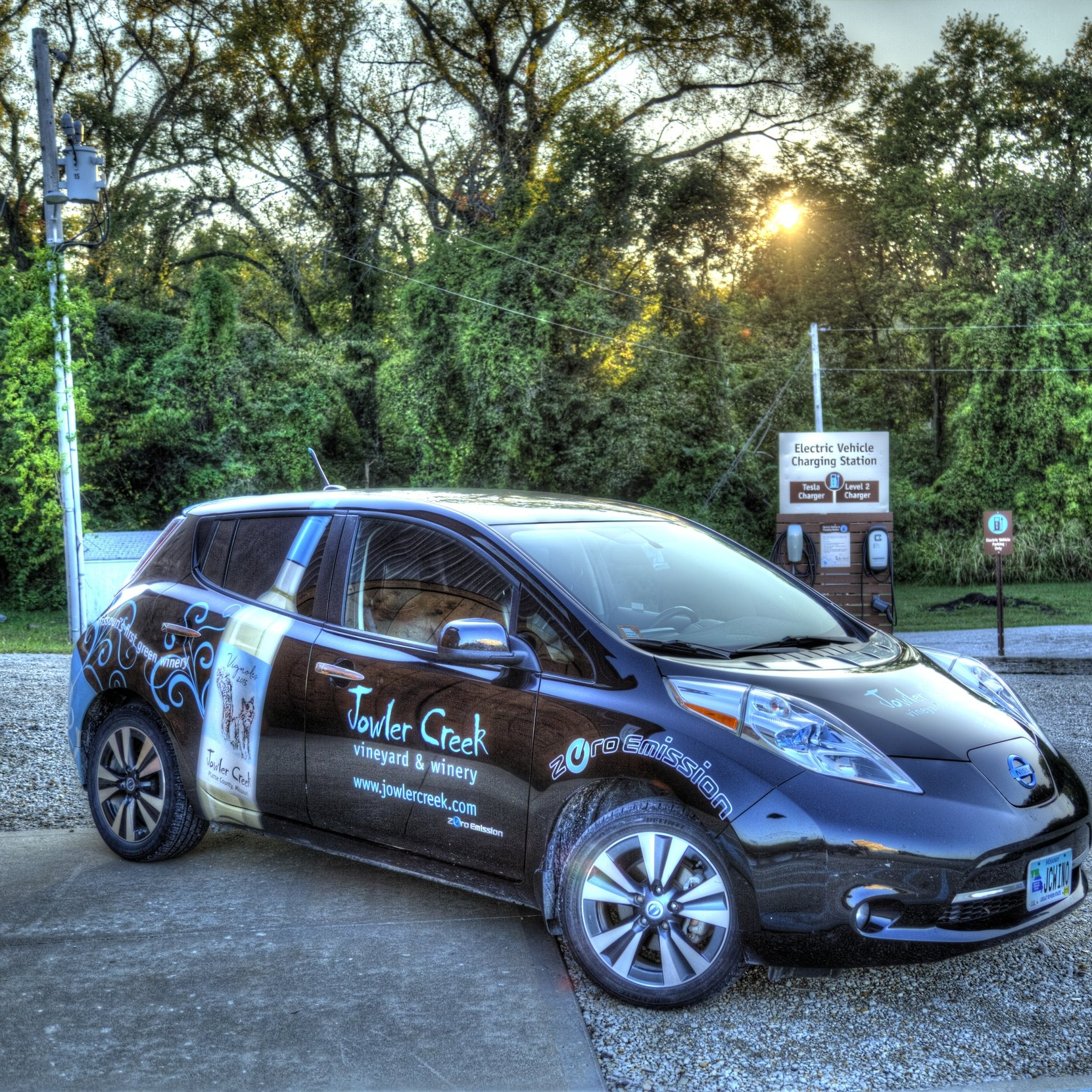 Jowler Creek Winery drives a zero-emissions Nissan Leaf as one of its many   g  reen, eco-friendly and sustainable practices  used to make its  award-winning wine ..  Jowler Creek has a winetasting room  near Weston Missouri, Kansas City Missouri and St. Joseph Missouri where it offers  winetasting  and  wine events  to taste their  sustainable wines .