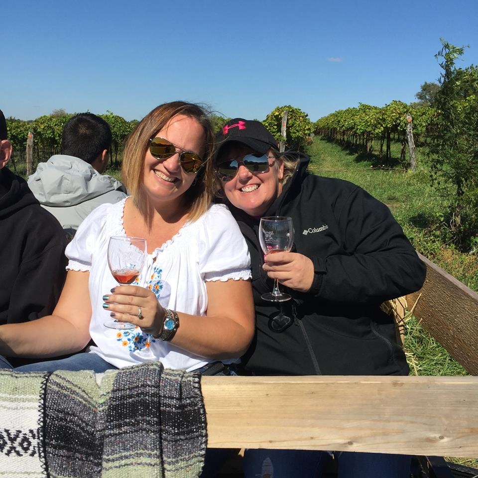 Jowler Creek Winery has lots of fun fall wine evens near me. Jowler Creek is located near Kansas City, Mo and Weston, Mo. Come to our wine events and winetasting evens such as our Fall Winetasting Hayrides September - November.