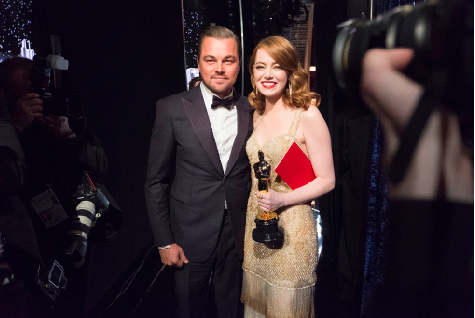 :Actors Leonardo DiCaprio and Emma Stone at the 2017 Oscars.