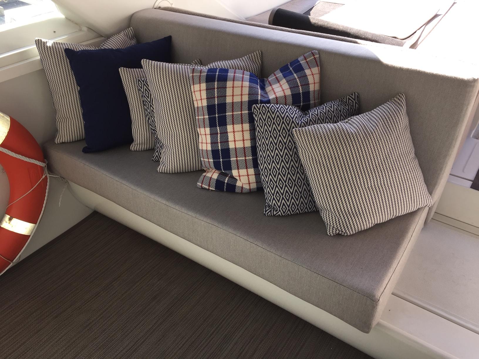 banquette tissu bateau coussin.JPG