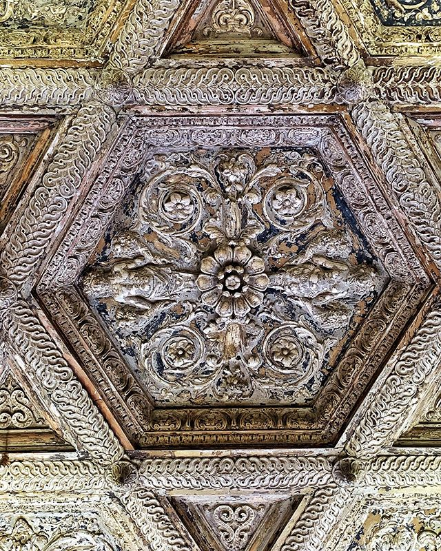 #ceiling #star #wood #woodcarving #decadent #danceschool #belleepoque #paris #france #photography