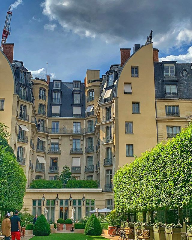 #ritzparis #garden #crane #people #summer #placevendome #paris #france #photography