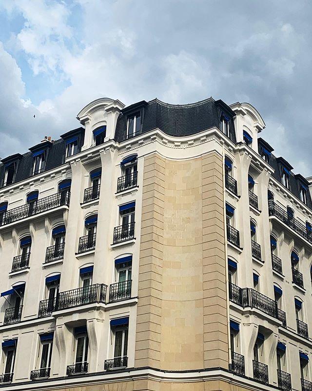 #haussmann #paris #rightbank #symmetry #corner #building #france #photography