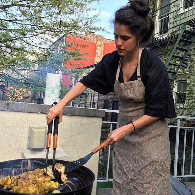 Feeling this weather!!! And @leeeezz + her outfit, holdin it down on grill! BD gift and 📷: @larpdad . . . . #backyardgrilling #brooklyn #backyards #camcamnyc #customaprons #chefaprons #chefsathome #madeinnyc #lightweight #linen
