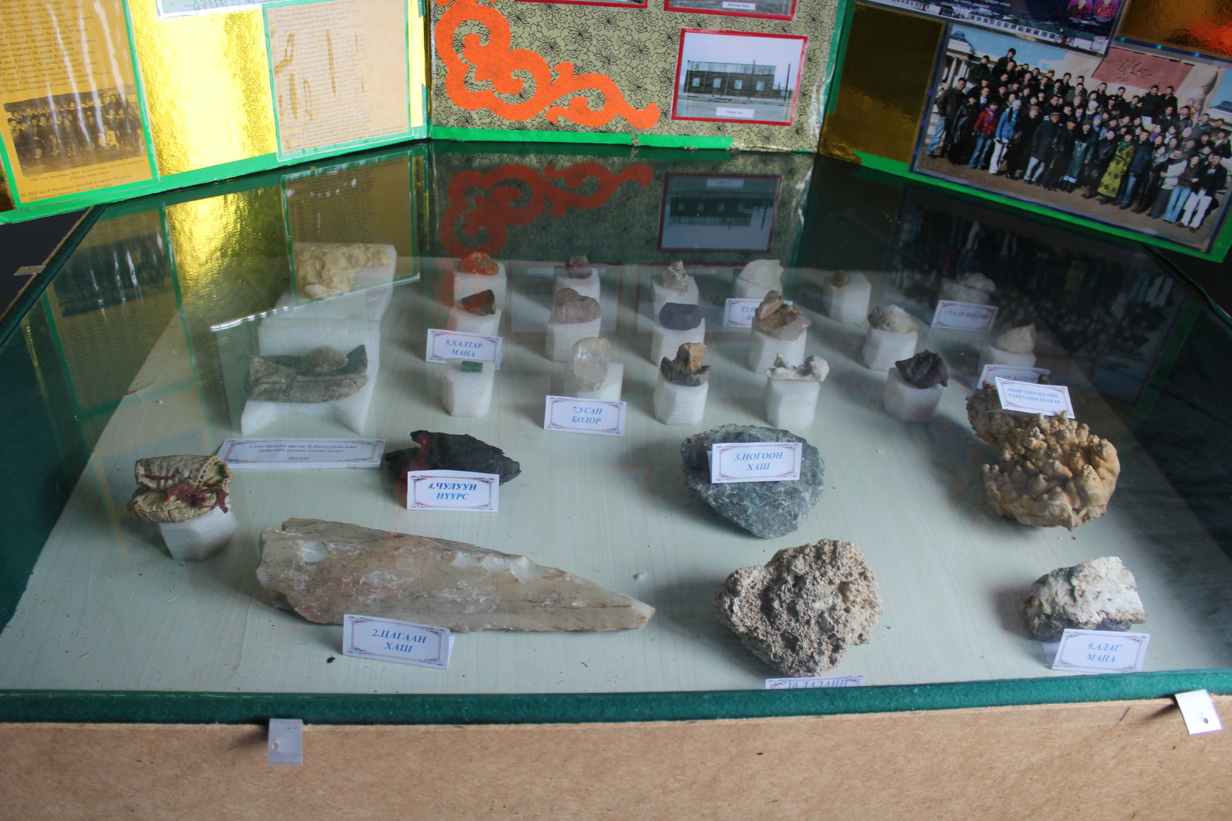 NOMAD Science works with local museums to provide bi-lingual displays