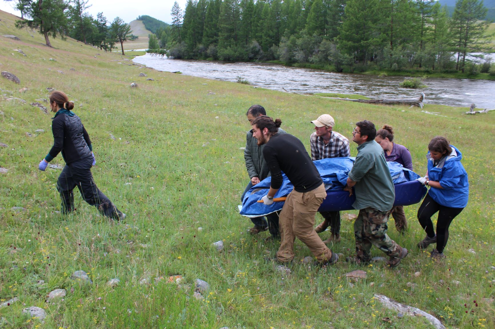 WFR students transport a patient using a litter constructed from gear found in most field camps during a scenario