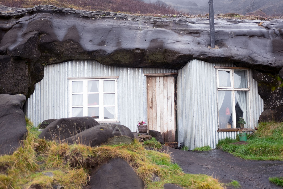 6 days in iceland golden circle cave house