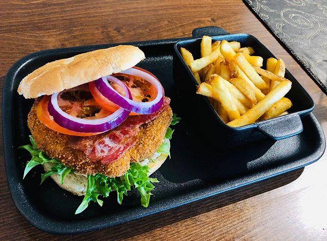 Vår nye kyllingburger😊 #burgerandfries