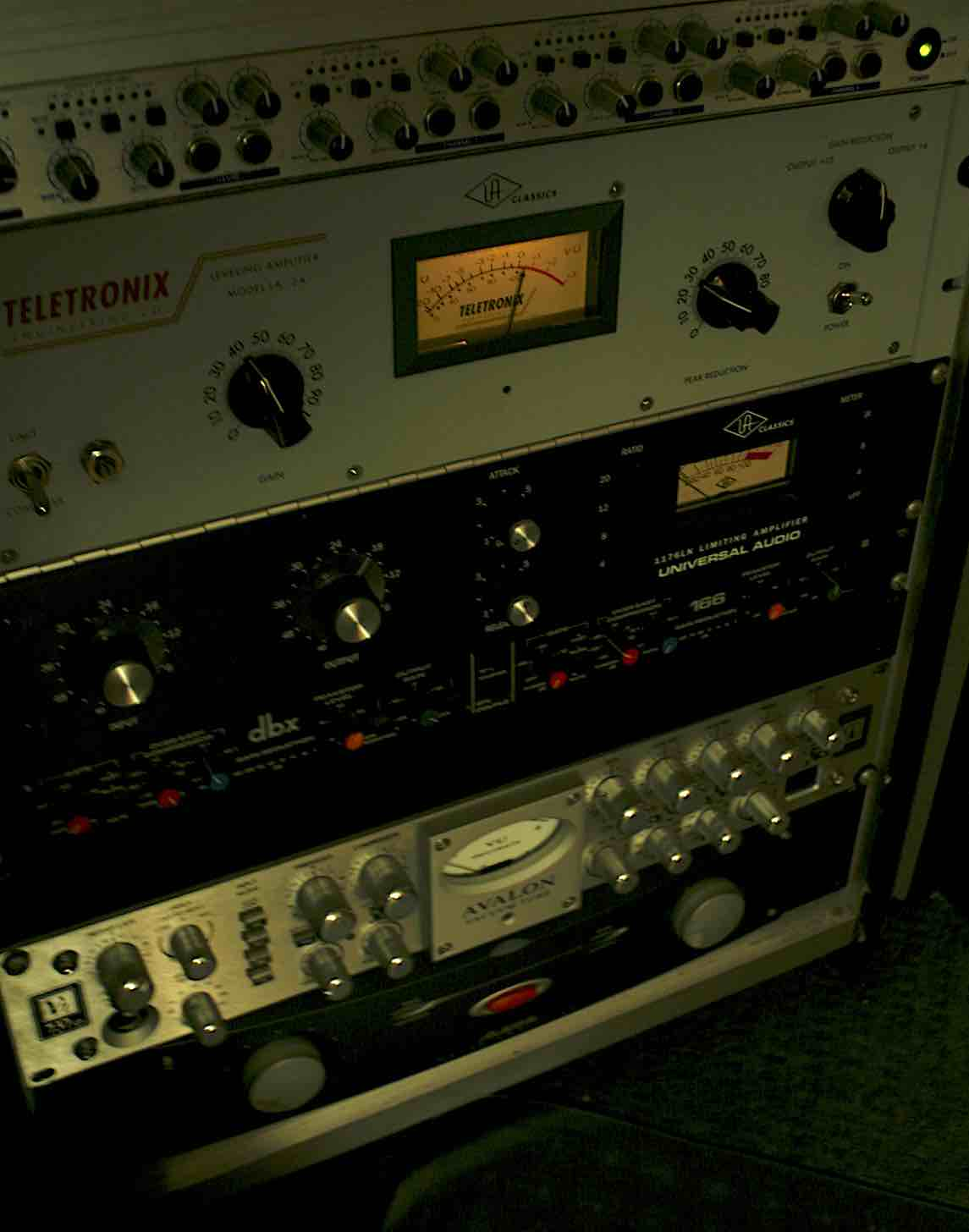 Outboard & Microphones - Wundenberg's also has some great outboard gear. Various outboard preamplifiers and compressors are available. (LA-2A, 1176, Pacifica, Mike-E etc).The studio also has a microphone list made up of industry standard equipment (U87, Coles 4038, SM7B, MD421, MD441 SM57 etc).Please see our gear list for a comprehensive overview.