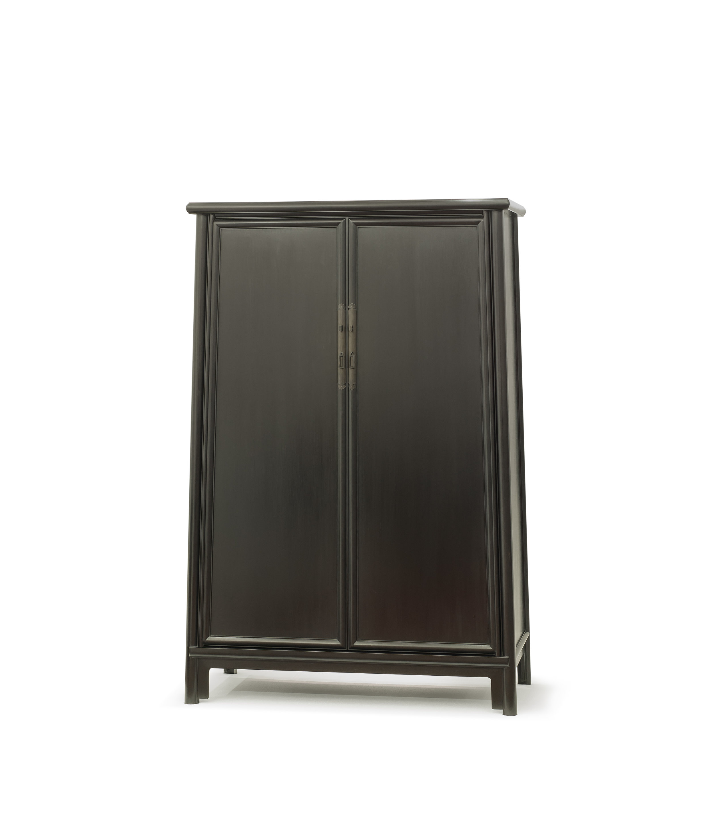 ....bespoke chinese ming style furniture   rosewood london : splay leg cabinet..特别定制中式明式家具   瑰丽伦敦酒店:面条柜....