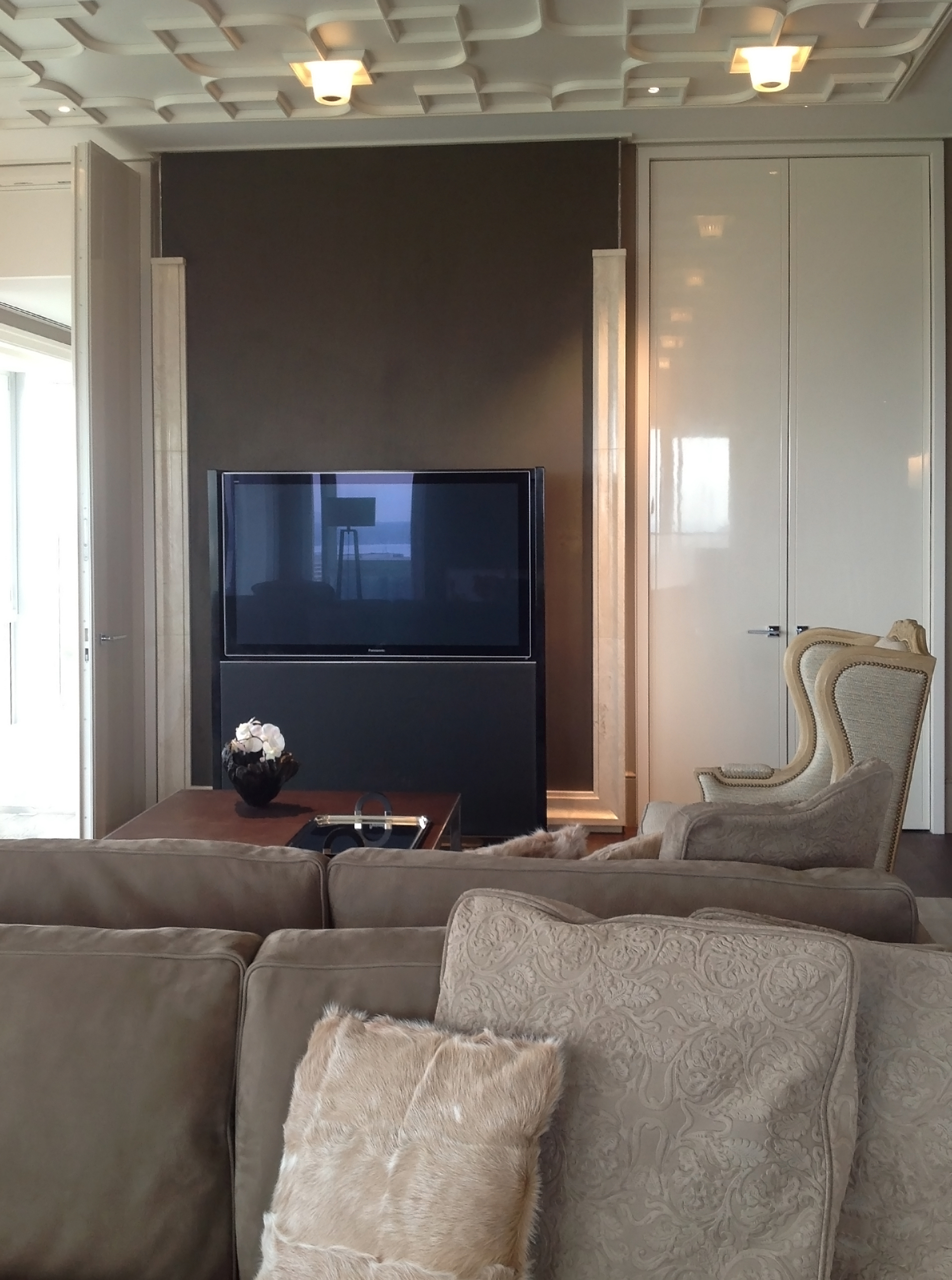 ....hotel project with chinese furniture : bespoke tv stand..酒店项目置有中式家具 :特别定制设计电视机架....