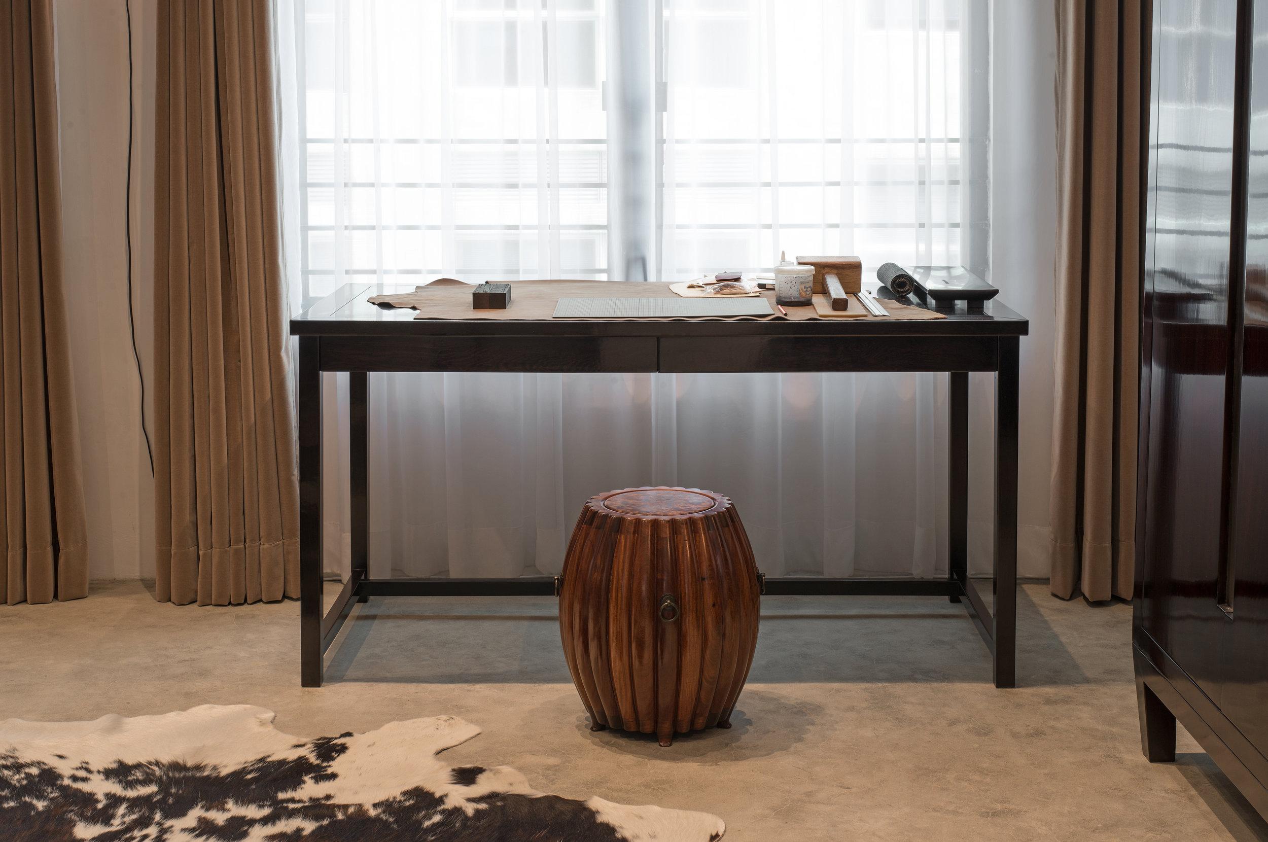 ....chinese furniture : desk and drum stool..中式家具 :书台与鼓凳....